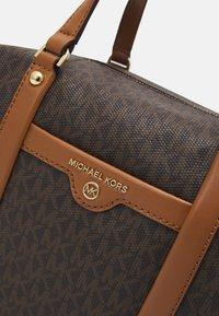 MICHAEL Michael Kors - BECK MEDIUM SATCHEL - Handbag - brown/acorn - 5