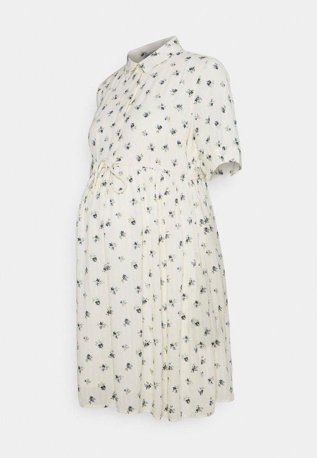 PCMTHEA DRESS - Košilové šaty - cloud dancer