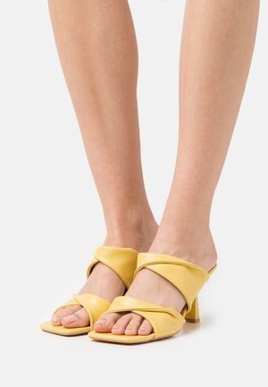 Heeled mules - yellow