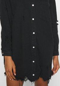 Missguided - SUPER DISTRESS DENIM DRESS - Denimové šaty - black - 4