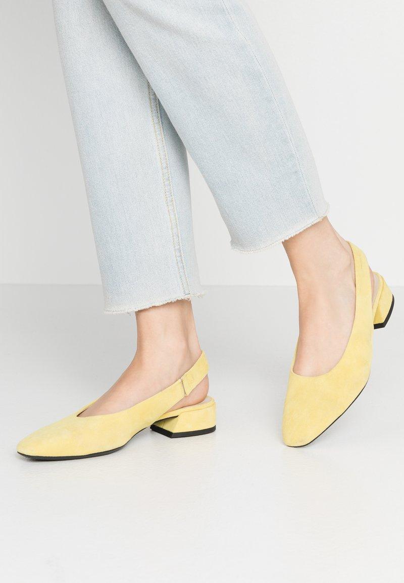Vagabond - JOYCE - Slingback ballet pumps - citrus