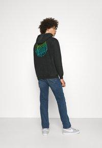 Santa Cruz - EXCLUSIVE TOXIC DOT HOODIE UNISEX - Sweatshirt - black - 2