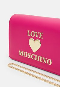 Love Moschino - Across body bag - fuxia - 3