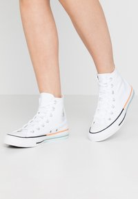 Converse - CHUCK TAYLOR ALL STAR - Sneakersy wysokie - white/street sage/agate blue - 0