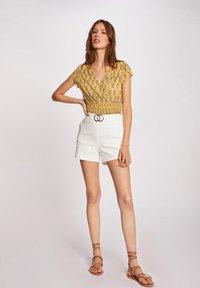Morgan - VEGETAL PRINT - Print T-shirt - yellow - 1