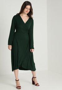 Zalando Essentials Curvy - Maxi-jurk - dark green - 2