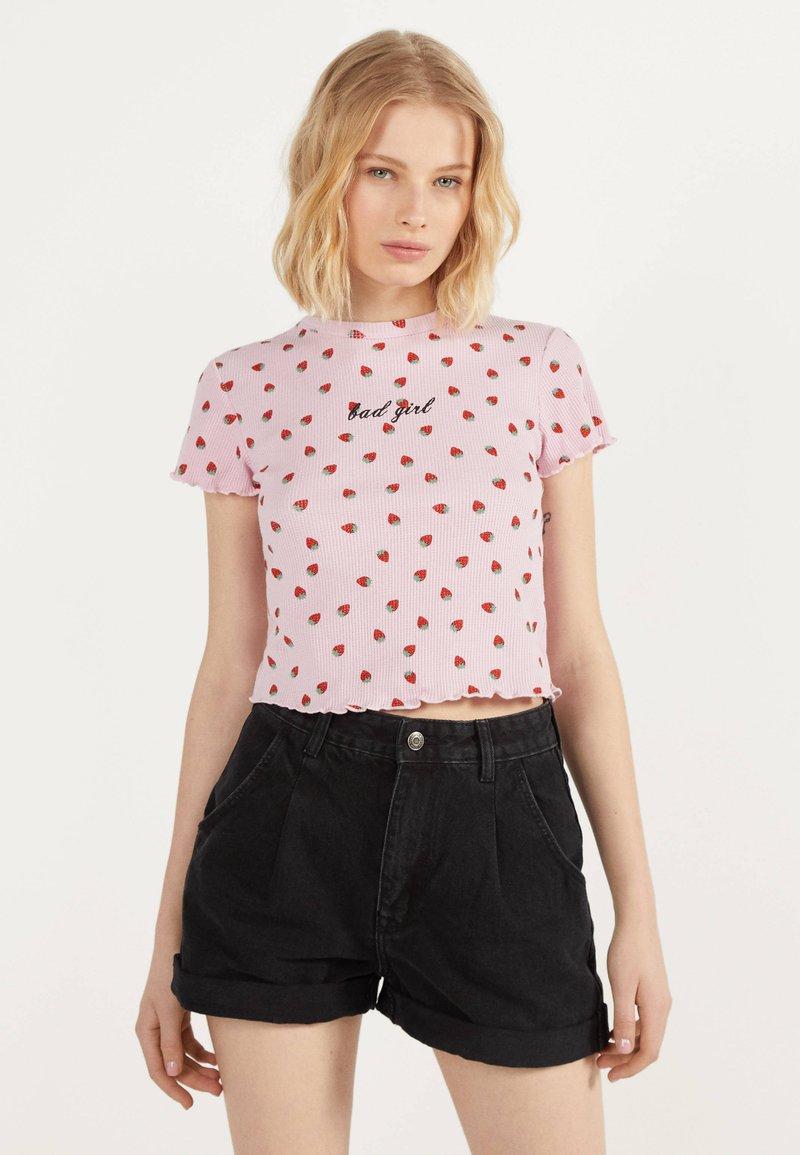 Bershka - MIT TEXTUR UND PRINT - T-Shirt print - pink