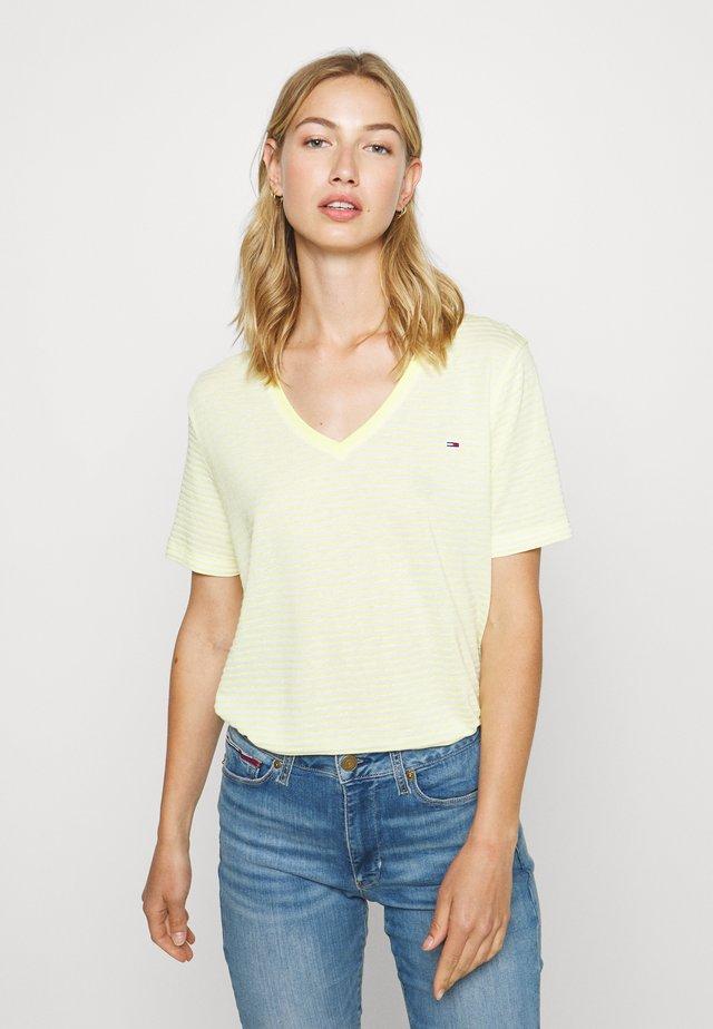 TEXTURE FEEL V NECK TEE - T-Shirt print - frozen lemon/white