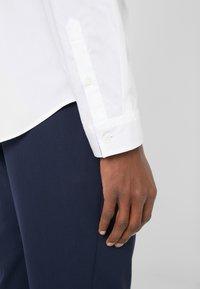 PS Paul Smith - SHIRT SLIM FIT - Formální košile - white - 4