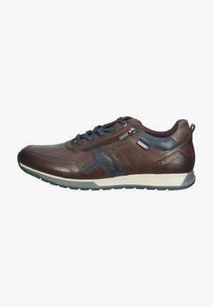 Sznurowane obuwie sportowe - olmo