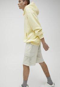 PULL&BEAR - Shorts - white - 3
