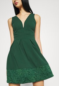 WAL G. - NADIA VPLUNGE NECK SKATER DRESS - Koktejlové šaty / šaty na párty - forest green - 4