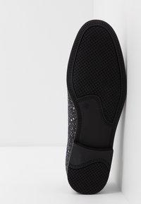 Topman - ROYAL GLITTER - Scarpe senza lacci - black - 4