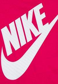 Nike Sportswear - GIRLS JUMBO FUTURA TEE - Print T-shirt - rush pink - 2