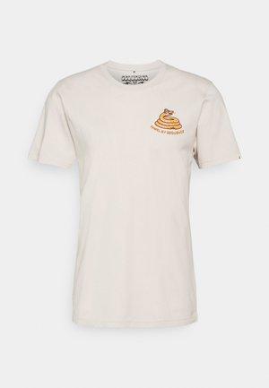 SEQUENCE X TIWEL TREAD ON - T-shirt print - casweh