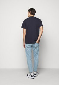 ARKK Copenhagen - BOX LOGO TEE - Basic T-shirt - maritime blue - 2