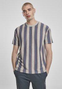 Urban Classics - T-shirt z nadrukiem - vintageblue - 0