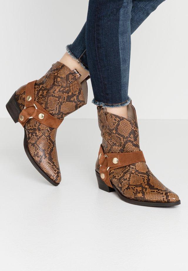 GALLOW - Cowboy/biker ankle boot - cognac