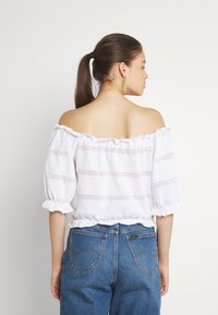Pieces - PCTAYLEE CROPPED - Print T-shirt - bright white - 2