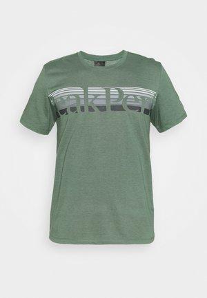EXPLORE TEE - Print T-shirt - alpine tundra