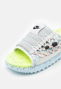 Nike Sportswear - ASUNA CRATER SLIDE - Mules - platinum tint/black/volt/chambray blue/bright crimson - 5