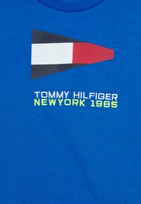Tommy Hilfiger - SAILING FLAG GRAPHIC - Sweatshirt - blue - 2