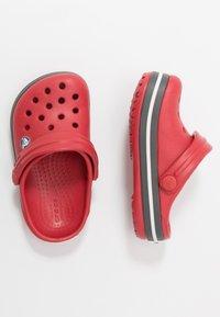 Crocs - CROCBAND - Sandały kąpielowe - pepper/graphite - 0