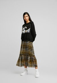 Even&Odd - Printed Crew Neck Sweatshirt - Collegepaita - black - 1