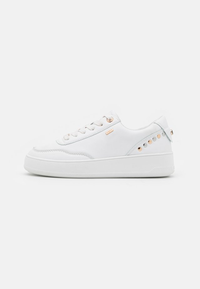 FIEKE - Zapatillas - white