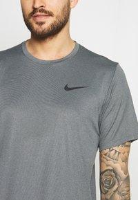 Nike Performance - DRY  - T-shirt basic - black/smoke grey/heather/black - 4