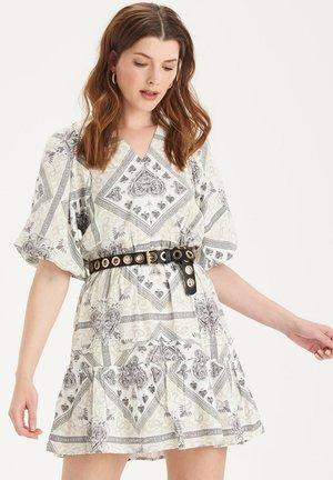 JACKIE SHORT DRESS - Denní šaty - white