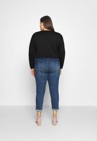 Calvin Klein Jeans Plus - SHINE LOGO CREW NECK - Sweatshirt - black - 2