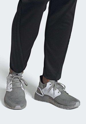 JAMES BOND - Chaussures de running neutres - gretwo/ftwwht/cblack