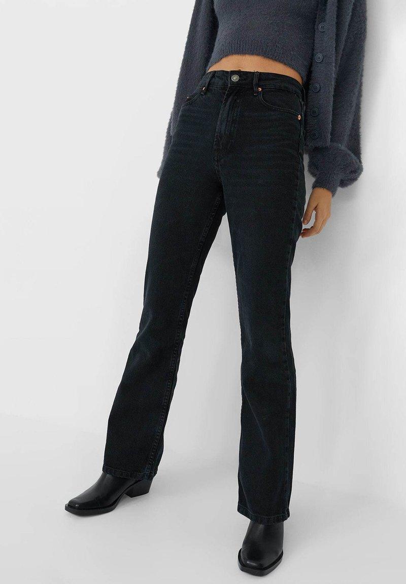Stradivarius - VINTAGE - Flared Jeans - black