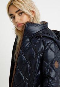 Lauren Ralph Lauren Petite - PEARL SHEEN HOOD - Dunjacka - navy - 3