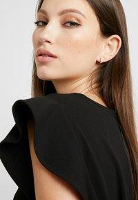 Orelia - CHUNKY HUGGIE HOOPS - Earrings - pale gold-coloured - 1