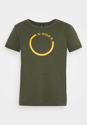 FRONT LOGO CROPPED SLIM TEE - T-shirts print - dark bronze green