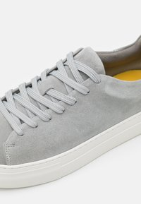 Selected Homme - SLHDAVID CHUNKY CLEAN  - Sneaker low - grey - 5