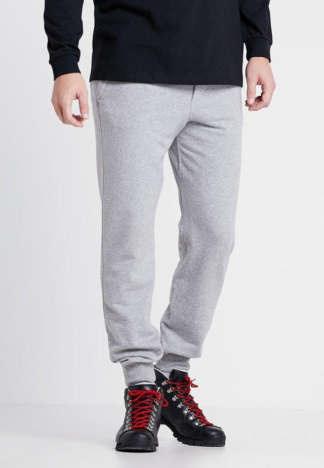 MAHNYA PANTS - Pantalones deportivos - feather grey