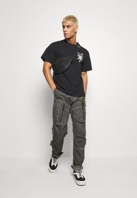 G-Star - ARRIS STRAIGHT TAPERED - Cargo trousers - black - 1