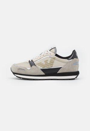 ALLY LOGO - Sneakersy niskie - grey/gold