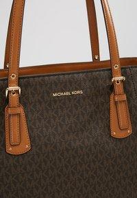 MICHAEL Michael Kors - VOYAGER SIGNATURE TOTE - Handbag - brown - 7