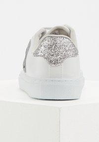 DeFacto - SMILEYWORLD - Sneakers laag - white - 2