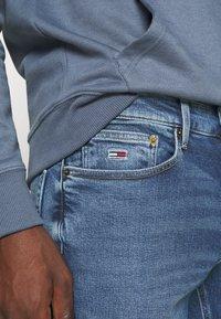 Tommy Jeans - SCANTON SLIM - Jeans slim fit - barton mid blue comfort - 5