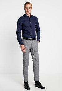 Seidensticker - SLIM SPREAD KENT PATCH - Formal shirt - dunkelblau - 1