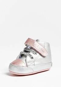 Guess - FLYNNA MIT KLETTVERSCHLUSS - Baby shoes - silver - 2