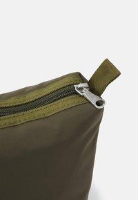 ARKET - UNISEX - Kosmetická taška - green - 3