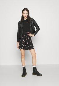 Gina Tricot - POPPY - Polo shirt - black - 1