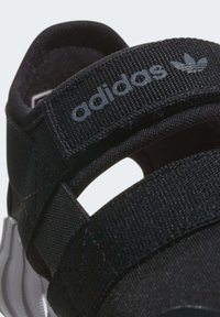 adidas Originals - DOOM SANDALS - Baskets basses - black - 5