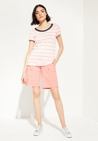comma casual identity - MIT EMBROIDERY - Print T-shirt - light coral stripes - 1